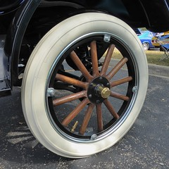 Wheaton, IL, Cantigny Park, Classic Car Show, Wheel (Mary Warren (7.3+ Million Views)) Tags: wheatonil cantignypark classiccars cars wheel rim spokes white wood rubber circle round