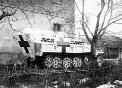 Sd.Kfz. 251/8 Ausf. D mittlerer Krankenpanzerwagen (Krueger Waffen) Tags: war tank wwii armor ww2 armour armored waffenss tanks panzer secondworldwar afv worldwartwo armoredvehicle armoured armoredcar wehrmacht sdkfz251 sdkfz pzkpfw secondworldwartanks worldwartwotanks tanksofthesecondworldwar krankenpanzerwagen