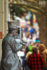 Mercury Venus Earth (Ian Sane) Tags: street man guy glass hat statue oregon silver mall shopping portland ian photography downtown venus place mr mercury bokeh earth candid balls wells images dude mister juggling avenue morrison performer 5th mime pioneer sane oviatt thebestofday gününeniyisi
