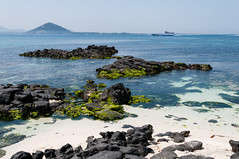Beautiful Seobin Baeksa Beach (HappyJP) Tags: ocean beach boat pacific korea udo eastchinasea jejuisland 1685mm nikond300s