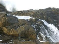 La ola contra las rocas. The wave against the rocks. (Esetoscano) Tags: sea espaa seascape marina mar spain rocks wave galicia galiza foam rocas ola espuma acorua aslagoas