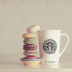 starbucks (coloresquetehacensonreir) Tags: paris london love fashion kiss couple different pareja chocolate amor moda diferente dreamer corazn beso chocolat relationshit
