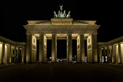 Brandenburg Gate / Berlin, Germany (2013) (Stephan Rebernik) Tags: berlin travelling architecture night buildings germany deutschland europa europe darkness nacht landmarks brandenburggate illuminated architektur brandenburgertor sights touristattractions dunkelheit wahrzeichen sehenswrdigkeiten beleuchtet bauwerke westeuropa europeanunion touristenattraktionen westerneurope europischeunion