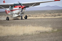 Landing (Marijn G) Tags: flying nikon desert aviation 206 idaho landing mission cessna gravel fellowship maf 70300 braking d600 tu206g