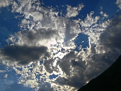 2007-08-12 17.39 Cielo, nuvole, montagna (Gianpaolo Zucchelli) Tags: sky mountains backlight clouds montagne landscape nuvole cielo paesaggio controluce