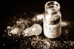 Fairy Dust (marywilson's eye) Tags: life bw white black blur macro blanco still nikon bokeh negro fairy dust hada bodegon polvo d90