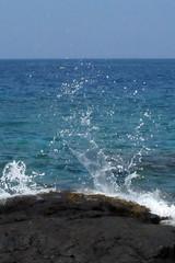bloop! (BarryFackler) Tags: ocean sea beach nature water ecology rock island hawaii polynesia bay coast marine pacific horizon shoreline wave pacificocean shore tropical coastline bigisland splash kona ecosystem lavarock twostep littoral honaunau konacoast hawaiicounty southkona hawaiiisland 2013 honaunaubay westhawaii barryfackler barronfackler