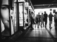 untitled (Zimthiger) Tags: berlin zimthiger menschen people bw sw fuji xt1 street streetphotography