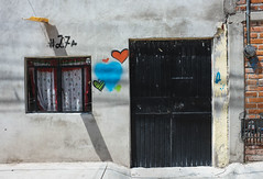Home Sweet Home (Maria Sciandra) Tags: mariasciandraphotography mexico sanmigueldeallende wwwmariasciandracom facade heart graffiti
