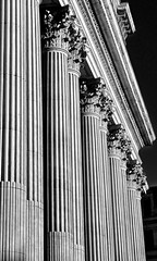 'Columns' (EZTD) Tags: eztd eztdphotography eztdphotos london londres londra londonimagenetwork londonist 2016 photos fotos londinium londonengland photosdelondres londonimages lin imagesoflondon nikond90 august2016 england foto photograph photography eztdgroup linphotos eztdfotos inglaterra angleterre ingles image allabouttheimage stpaulscathedral stpauls bw architecture blackandwhite