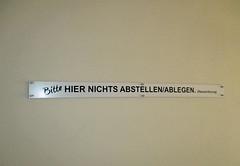 Berhmte Zitate. (universaldilletant) Tags: frankfurt schild schilder signs sign ablegen abstellen hausordnung