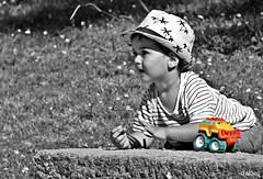 Maquinaria pesada (Franco DAlbao) Tags: francodalbao dalbao fuji retrato portrait nio child juguete toy robado candid selectivo selective gente people infancia chidhood