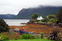 Plockton (OutdoorMonkey) Tags: sea seaweed water coast scotland seaside 180 coastline lowtide seashore f11 plockton hamishmacbeth amploc