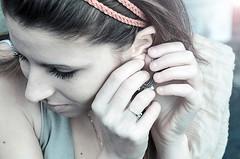 ... ( Domitilla ) Tags: red blur andy beautiful 50mm bokeh bianco freddo giulia solex 18105 tenue gesti lightx orecchino retrox marex bluex colorx blackx vintagex macrox texturex whitex stonesx nikonx d7000 dofx sunx nikond7000 woodx nerox collinsx focalx pebblesx gestox