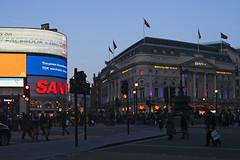 London (vanto5 (Antonio Vaccarini)) Tags: trip travel london architecture night cityscape unitedkingdom canoneos350d canonef24105mmf4lisusm