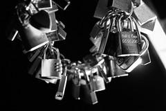 Symbole der ewigen Liebe (S. Ruehlow) Tags: bridge streetart love night symbol nacht frankfurt brcke schloss altstadt liebe frankfurtammain ffm gelnder eisernersteg brckengelnder vorhngeschloss initialen lockedlove nchtlichebeleuchtung