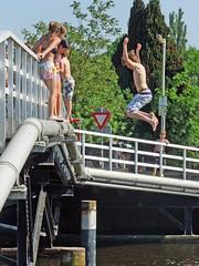 In The Summertime (Eddy Allart) Tags: sol ro puente agua juegos nios nadar verano bao calor trampoln baarse