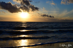 Coucher de soleil sur l'acan 3 (https://www.facebook.com/audreyabbesphotography) Tags: ocean sunset sea mer france beach nikon ciel nuages vague plage reflets coucherdesoleil ocan d600 chatelaillon soleilvoil audreyabbs