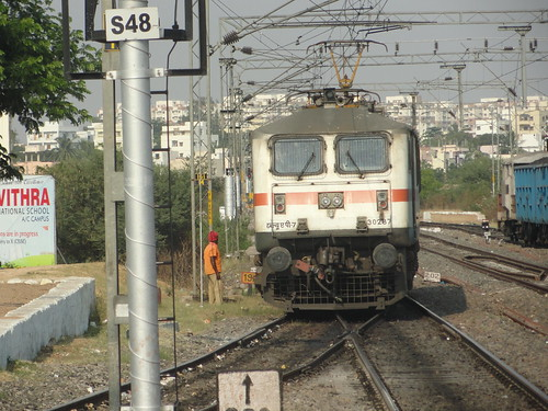 Lone warrior at Lingampalli, switching tracks to get coupled to Gouthami express