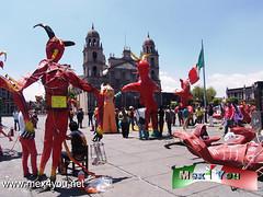 Tradicional Quema de Judas 2013 (01-11) (jarsphe) Tags: santa mexicana easter gloria holy mexicanos week sabado judas semana toluca artesanos artesano quema cartoneria