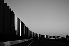 Hume Freeway (phunnyfotos) Tags: road bw cars wall mono evening twilight nikon highway australia melbourne monotone victoria vehicles freeway vic photodrive soundbarrier noisebarrier craigieburnbypass humefreeway d5100 nikond5100 phunnyfotos