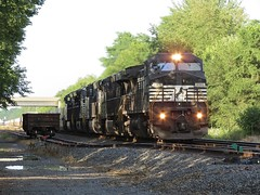 Norfolk Southern Chicago Line / MP 456 West (codeeightythree) Tags: ns norfolksouthernrailroad norfolksouthernchicagoline norfolksouthern rollingprairieindiana rollingprairie siding setoutcar gondolla railroad freight train transportation