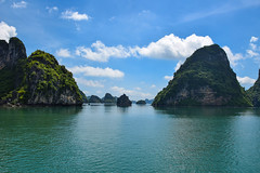 Green water (MicheleSana) Tags: vietnam asia agosto 2016 summer estate august travel trip viaggio nikon d3300 reflex view vista halong bay baia mare sea montagne montagna mountains green verde nuvole clouds sky cielo acquamarina acqua