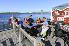 Lunch på Grundsund (Anders Sellin) Tags: 2016 friends grundsund sverige sweden vã¤stkusten westcoast autumn kayaking ocean sea sport water watersport västkusten vatten kajak orust höst rökeri