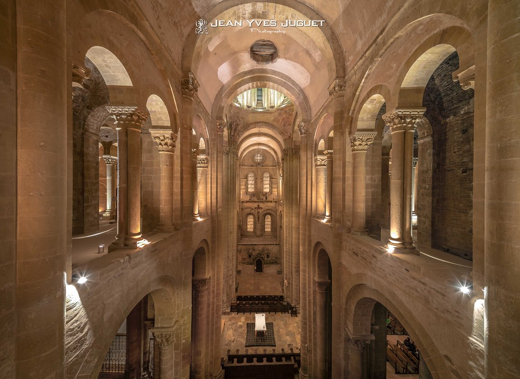 The world 39 s best photos of conques and tribunes flickr for Interieur francais