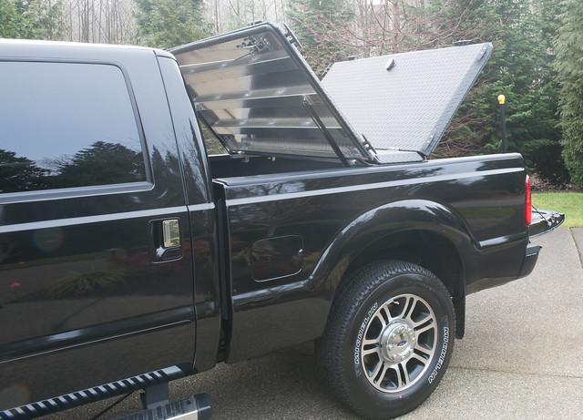 ford aluminum s pickuptruck driveway hd diamondback diamondplate superduty blacktruck tonneaucover fs08 truckbedcover driversideview tailgatedown twopanelsopen blacklinex ruggedblack heavydutytruckbedcover