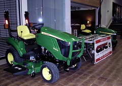 CWC John Deere Display. (dccradio) Tags: wisconsin mall farming equipment machinery ag agriculture wi agricultural farmequipment farmshow marshfield farmmachinery centralwisconsin shoppesatwoodridge marshfieldmall wisconsinfarming machineryshow agshowagricultureshow