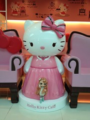Mission Core : le caf hello Kitty (ythylolyn) Tags: doll hellokitty korea blythe core klaudia hom kikyo heartofmontmartre icerune uploaded:by=flickrmobile flickriosapp:filter=nofilter