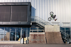 Flair (Mateusz Wieczorek) Tags: bike oslo norway norge bmx f14 arena skatepark flair bekkestua canon500d sigma30mm
