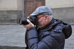 F - (f -) F (mikael_on_flickr) Tags: man male guy friend uomo firenze mann santospirito hombre piero photographing homme fotografo flickrmeeting amico fotografando fiumeazzurro
