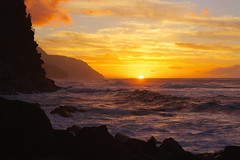 the time of change (lee scott ) Tags: ocean sunset sea sky usa sun seascape nature water hawaii outdoor dusk beautifullight peaceful calm kauai serene goldenhour kee haena leescott keebeach haenastatepark keesunset kauaimobettah
