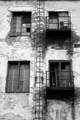 Ladder (gambit03) Tags: old city windows bw brick blackwhite factory alt fabrik plaster sw ladder fenstern zentrum ff innenstadt rgi borken leiter putz ziegel gebrochen ziegelstein schwarzweis feketefehr belvros trtt gyr tgla mosonmagyarvr zenter ltra ablakok vakolat