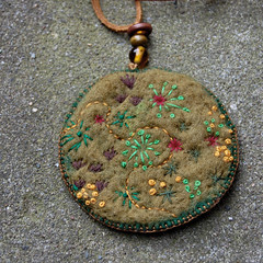 Felt pendant necklace 'Moss' front (HGK handmade) Tags: green mushroom glass woodland french necklace beads moss needlework stitch handmade embroidery tags felt knot jewellery bead stitching embroidered buttonhole handstitched pendant vilt hgk borduren frenchknot dawanda hetgroenekamertje