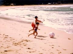 Bert and Mandy Chasing After the Ball - c1983 (kimstrezz) Tags: 1983 familytriptohawaiic1983 hanaleibay kauai bert mandy bertandmandy