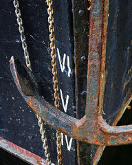 IV.5 (mcb photography) Tags: anchor boat ship barge hull bow london stkatherinesdock stkatherines marina mikebarber mcbphotography wwwmcbphotographycouk uk rust numeral chain