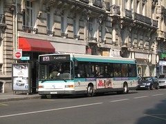 2007-04-10 - Paris, Wagram-Courcelles (lausanne1000) Tags: paris ratp stif parisien rgie transports commun public publics ledefrance 75 france bus autobus heuliez