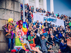 Peli poikki 24.9.2016 (miemo) Tags: pelipoikki antifascism antiracism cathedral church city clowns crowd demonstration em5mkii europe finland helsinki helsinkicathedral loldiersofodin olympus olympus1240mmf28 omd people senaatintori senatesquare signs