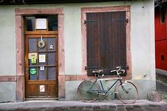 je bois (mamuangsuk) Tags: canon cafe blues velo tristesse poesie gueule saoul bistrot obernai licenceiv bourre borisvian abicyclette lecumedesjours vinasse franceprofonde jebois alsance mamuangsuk frenchpoetsingermusicianwriter fermelelundi