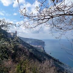 a blue horizon (jjamv) Tags: sea sky italy clouds landscape capri italia day campania napoli naples positano vesuvius sorrento vesuvio ischia amalfi nwn vicoequense sorrentopeninsula conventodisanfrancesco fràcosimo projectweather jjamv vpu1 julesvtravel vigilantphotographersunite vpu2 vpu3 vpu4 vpu5 vpu6 vpu7 vpu8 vpu9 vpu10 vpu20xl10awards pwpartlycloudy juliusvloothuis