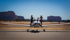 Lisa Bettany & Jessica Ambats with the Cirrus in Sedona (Lisa Bettany {Mostly Lisa}) Tags: sedona cirrus jessicaambats cirrussr20 lisabettany