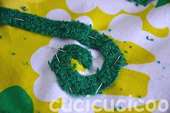 spiral appliqué pinned on to swimming pool locker room foot mats (cucicucicoo) Tags: verde green ikea spiral diy sewing sew pins towels rug applique spirale bathrug pinned applicazioni appliqué tappeto faidate asciugamano cucire cucito tappetino spilli spillato