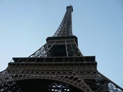 La Tour Eiffel, vue d'en bas (ouistitis) Tags: paris hiver eiffeltower toureiffel