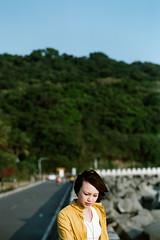 000098710036 ( Sean Marc Lee ) Tags: ocean portrait film girl analog 35mm canon hair wind kodak kaohsiung elan  breeze  winnie portra 7s 30v 7ne redvsyellow