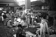 Sesajen (4) (Tastwo) Tags: bw bali public analog indonesia women ceremony documentary 1994 32 offerings copyrighted padangbai odalan documentaryphotography sesajen templeceremony toweringofferings tastwo tastwophotography tastwophotographycom