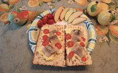 IMG_4025 (Great Stone Face) Tags: apple herring matzoh matzah matza