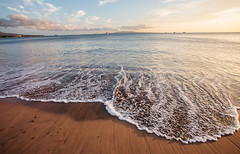 gentle waves in the sunset (angeloangelo) Tags: light sunset sky beach water boats hawaii sand warm waves wide peaceful wideangle maui foam 5d hi distance canonef1740mmf4lusm gentle 17mm sugarbeach 5dmarkii